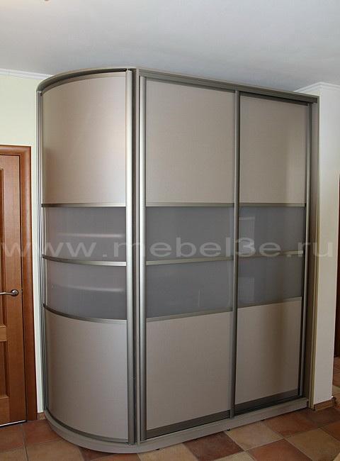 Шкаф радиусный с выдвижными ящиками.