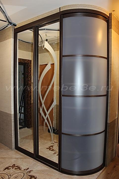 Шкаф купе с радиусной дверью в прихожей