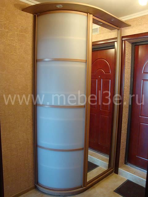 Распашной шкаф с радиусной дверью