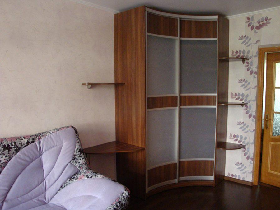 Встроенный угловой радиусный шкаф