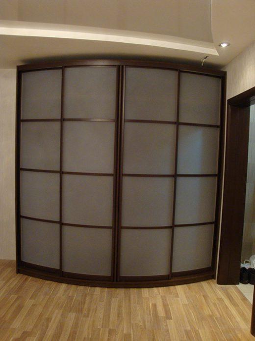 Радиусный шкаф с матовым акрилом