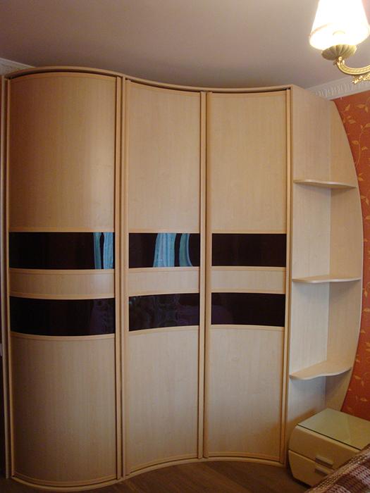 Радиусный шкаф с боковыми полками