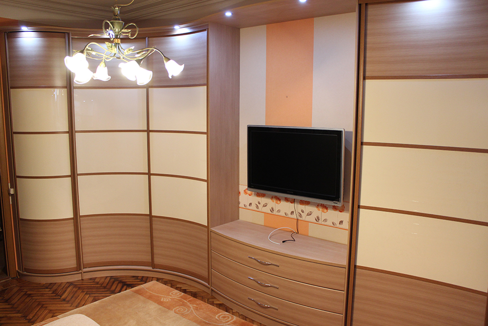 Шкаф с радиусной тумбой под ТВ