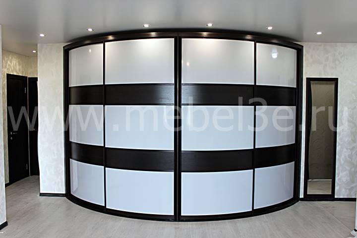 Выпуклый 4-х дверный шкаф-купе длиной 3900 мм